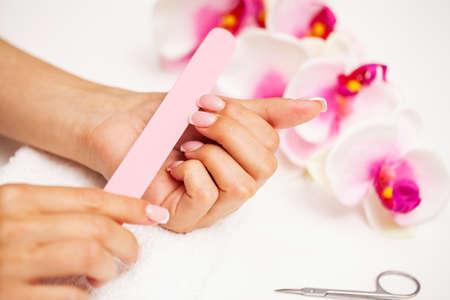 Photo pour Woman close up of doing manicure on hands. - image libre de droit
