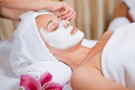 Photo pour skin care, beautician applying face mask cream - image libre de droit
