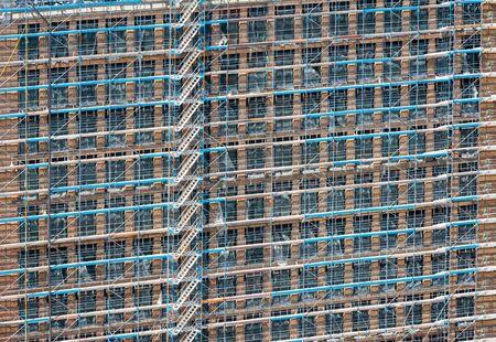 Photo pour Construction site with a scaffold at the facade of a high house - image libre de droit