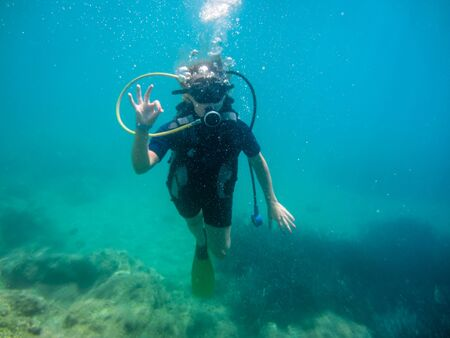 Photo pour Summer vacation in  Corfu Greece . Young women having scuba diving  into the mediteranean sea. - image libre de droit