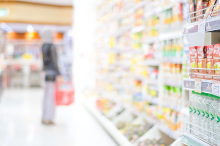 Photo pour Blurred background, Blur people shopping at product shelf in supermarket background, business concept - image libre de droit