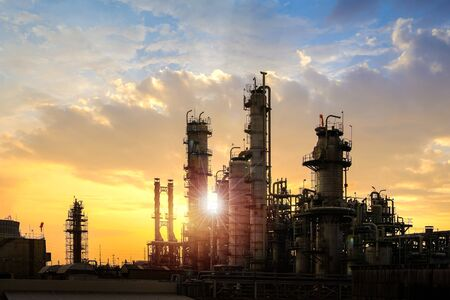 Foto für Oil and gas refinery plant or petrochemical industry on sky sunset background, Factory at evening, Manufacturing of petroleum industrial plant - Lizenzfreies Bild