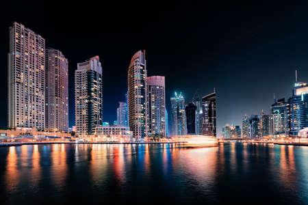 Photo pour Dubai Marina by night - image libre de droit