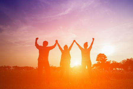 Photo pour Silhouette image of happy family making high hands in sunset - image libre de droit