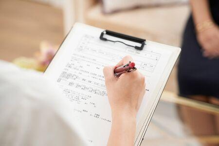 Photo pour a woman who hears - image libre de droit