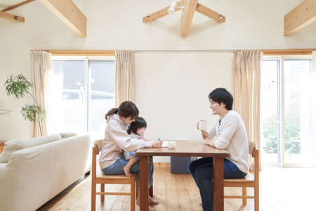 Photo pour Asian family relaxing in living room in one house - image libre de droit