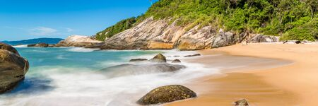 Photo pour Tropical beach with panoramic views and waves, rocks and sand background. Travel destinations in Brazil and banner web. - image libre de droit