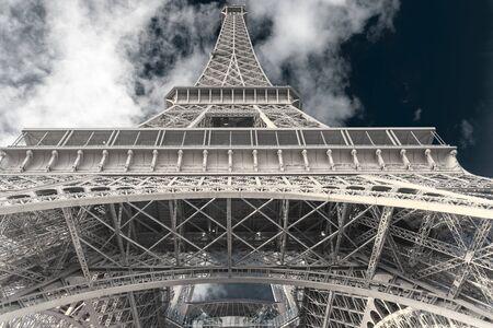 Photo pour Gorgeous shot of Eiffel Tower, Paris, France - image libre de droit