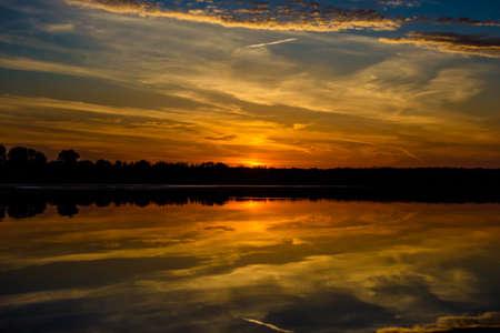 Photo pour Lake at sunset while duck hunting - image libre de droit