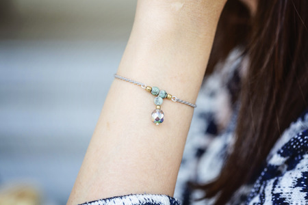 Photo pour Female wrist wearing tiny jewelry bracelet with mineral stone beads - image libre de droit