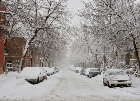 Photo pour The street filled with fresh snow during a snow storm - image libre de droit