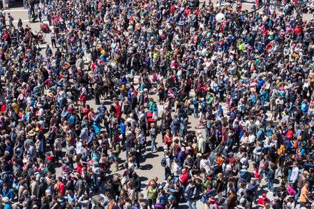 Photo pour Montreal, CA - 20 May 2017: Crowd on Place des Arts attenting a street performance - image libre de droit
