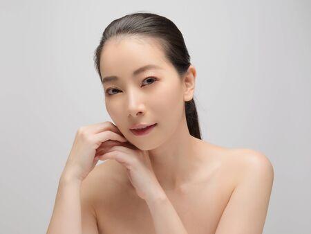 Foto de Beautiful young woman asian with clean perfect skin. Portrait model natural make up. Spa, skincare and health wellness - Imagen libre de derechos