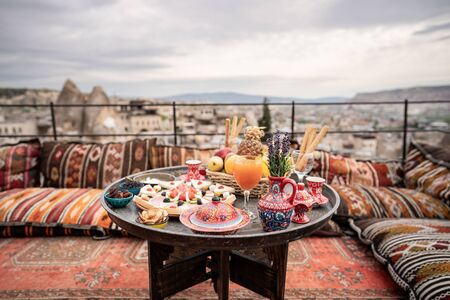Photo pour Breakfast with great landscape on rooftop of cave house in Goreme city, Cappadocia Turkey. - image libre de droit