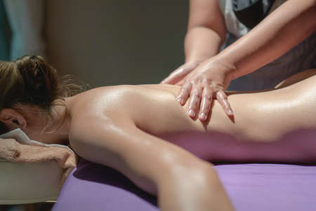 Photo pour Woman lying on the massage table. relaxing back massage at spa, healing body treatment. - image libre de droit