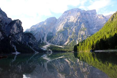 Photo pour An alpine lake. Landscape of Braies Lake (Lago di Braies), Dolomites, Italy - image libre de droit