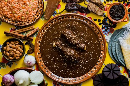 Photo pour Mole Mexicano, Poblano mole ingredients, mexican spicy food traditional in Mexico - image libre de droit
