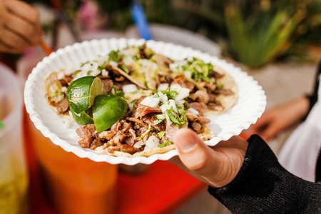Photo pour Mexican Tacos al Pastor in Mexico city - image libre de droit