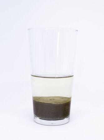 Photo pour Science experiment: heterogeneous mixture of water and sand - image libre de droit