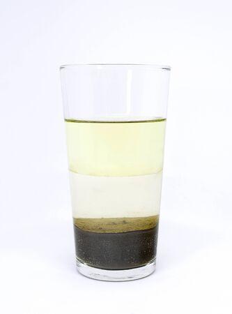 Photo pour Science experiment: heterogeneous mixture of water, oil and sand. - image libre de droit