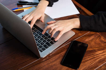 Photo pour hands using the keyboard of a laptop - image libre de droit