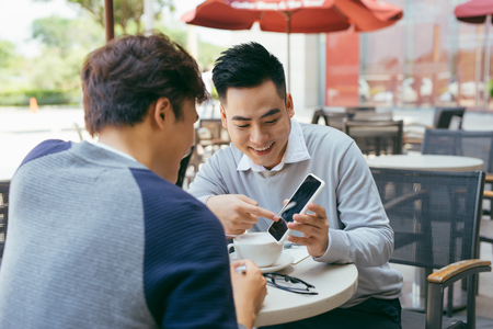 Photo pour Vietnamese business partners chatting during the coffee break - Image - image libre de droit