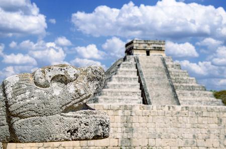 Foto de The most remarkable structure in Chichen Itza mayan archaeological site - Imagen libre de derechos