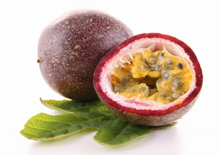Photo pour isolated passion fruit - image libre de droit
