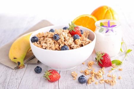 muesli and berry, healthy breakfast