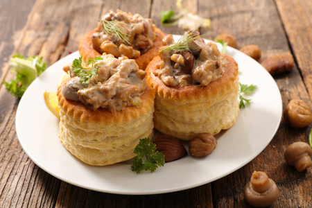 filling puff pastry with mushroom,cream and chicken