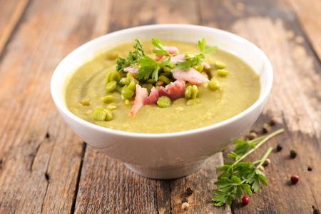 Photo pour dry pea soup - image libre de droit