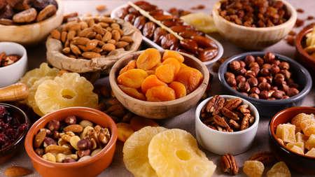 Photo pour nuts and dried fruit composition - image libre de droit