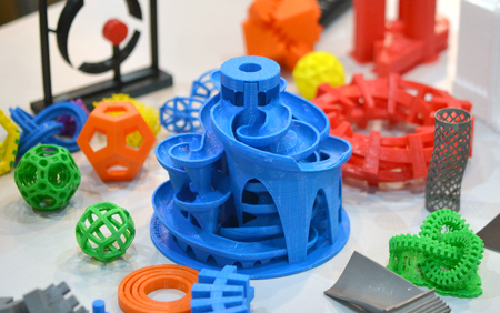 Photo pour Models printed by 3d printer. Bright colorful objects printed on a 3d printer on a table - image libre de droit