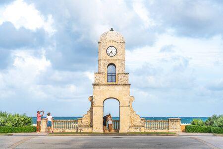 Foto für Palm Beach, Florida, USA - September 14, 2019: Worth Avenue clock tower in Florida USA - Lizenzfreies Bild