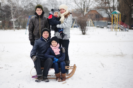 Family of five people are photographed in the winter.の写真素材