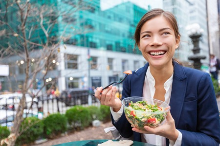 Photo pour Lunch salad take out bowl healthy eating Asian business woman ready to eat in City Park living lifestyle . Happy smiling multiracial chinese young businesswoman, New York City, USA - image libre de droit