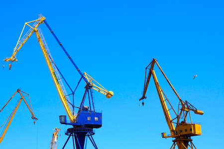 Photo pour beautiful yellow naval cranes, standing out against the azure blue sky of the port of Piraeus, near Athens in Greece - image libre de droit