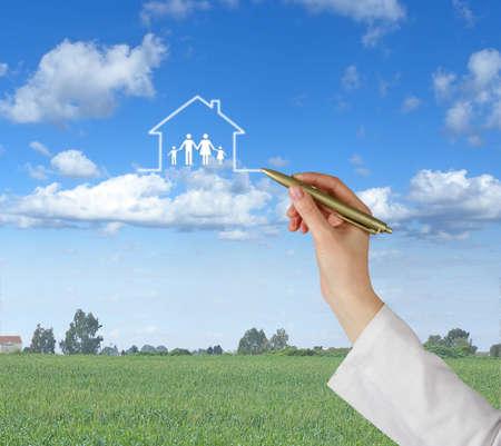 Photo pour Gift of house - image libre de droit