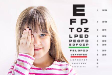 Photo pour Cute girl visiting children's doctor. Eye examination. Ophthalmology test. - image libre de droit