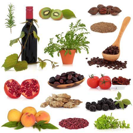 Foto für Super food collection, very high in antioxidants and vitamins, isolated over white background. - Lizenzfreies Bild