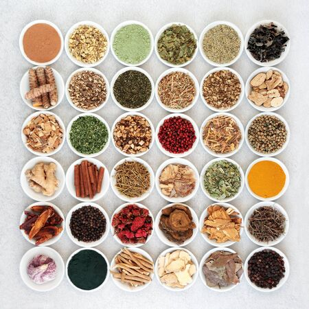 Photo pour Large super food selection for good health including herbs & spice used in natural & chinese herbal medicine with dietary supplement powders, high in antioxidants, vitamins, protein, fibre and minerals. Flat lay. - image libre de droit