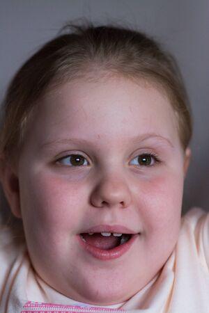 Foto de The girl smiles, expressing joy on her baby face. - Imagen libre de derechos
