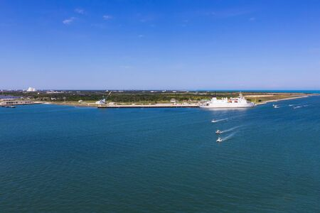 Photo pour Cape Canaveral, USA. The arial view of port Canaveral from cruise ship, docked in Port Canaveral, Brevard County, Florida - image libre de droit