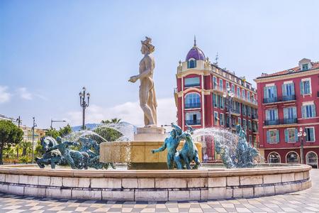 Photo pour Fountain Soleil on Place Massena in Nice, France - image libre de droit