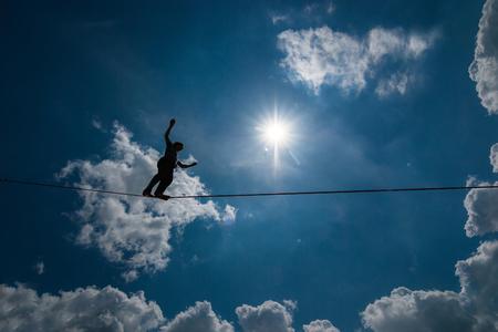 Photo pour Highliner above the ground. - image libre de droit