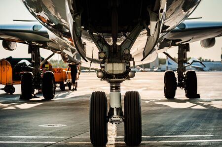 Photo pour Close up view of landing gear - image libre de droit
