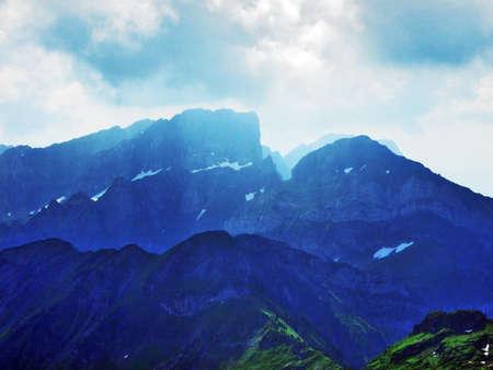 Foto de Appenzell Alps mountain range (Appenzeller Alpen) - Canton of St. Gallen, Switzerland - Imagen libre de derechos