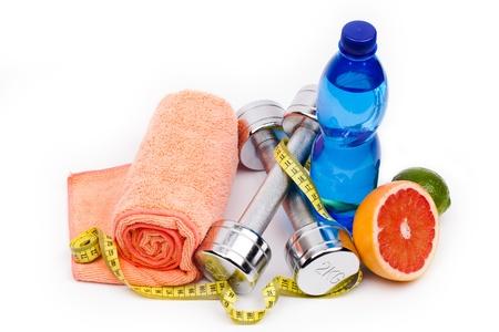 Foto de fitness equipment and fruits isolated on white - Imagen libre de derechos