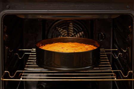 Photo pour Closeup homemade plum pie is prepared in the domestic oven. - image libre de droit