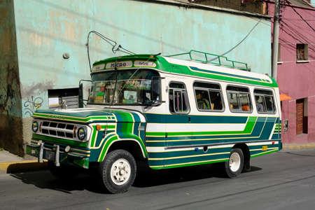 Photo pour Bolivia La Paz - Colourful public bus - image libre de droit